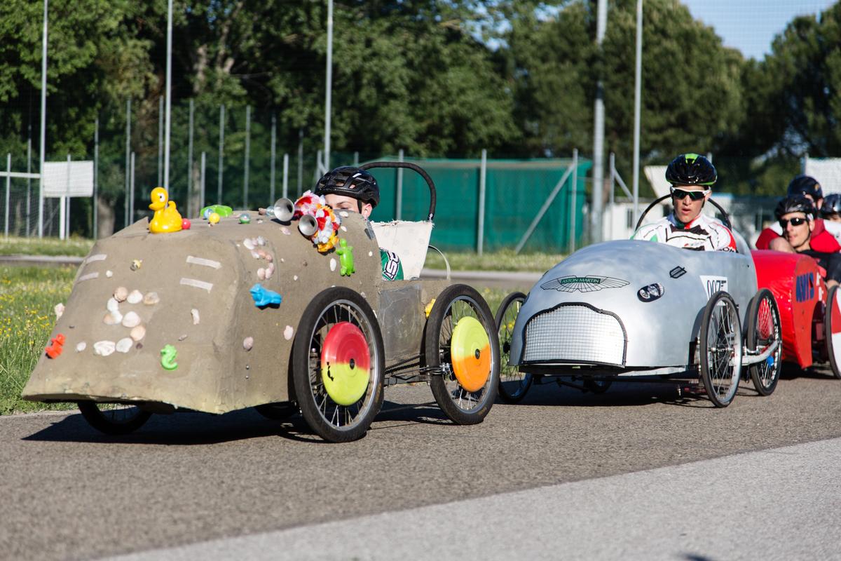 Voitures Italienne sur le circuit de Faenza Italie. - F.F.C.V.P.
