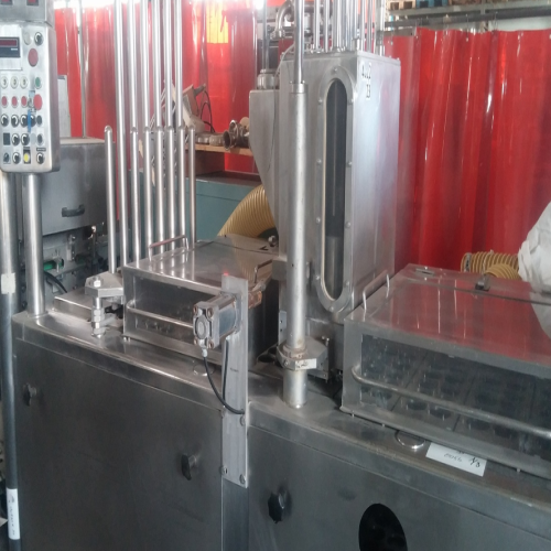 filling and sealing machine for cups of yoghurt