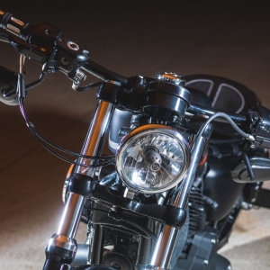 Guidon drag bar Black avec électricité interne et poignées Edge Cut - Harley-Davidson Besançon