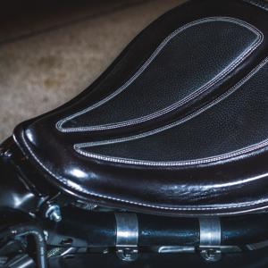 Selle à ressort vintage noire - Harley-Davidson Besançon