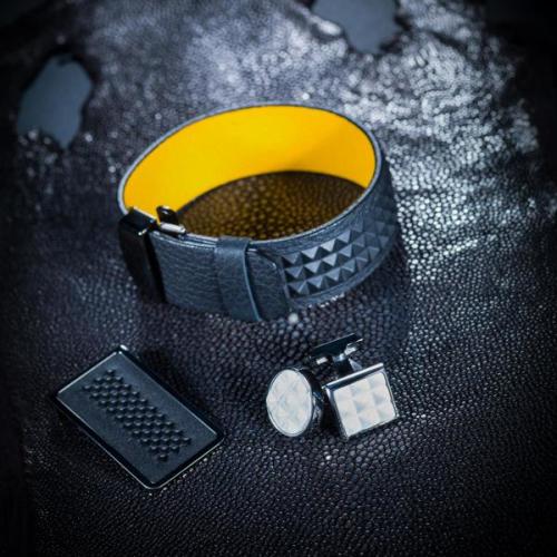 Pince billets, bracelet, boutons de machette en cuir embossé - Corium Developpement