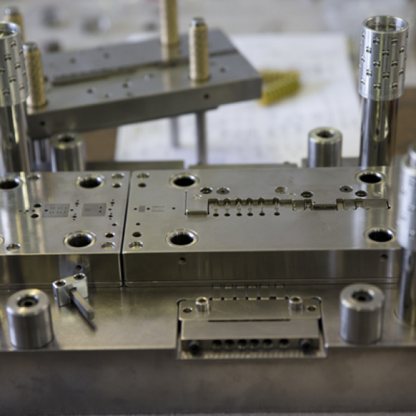 Female connector cutting and forming - presse étude