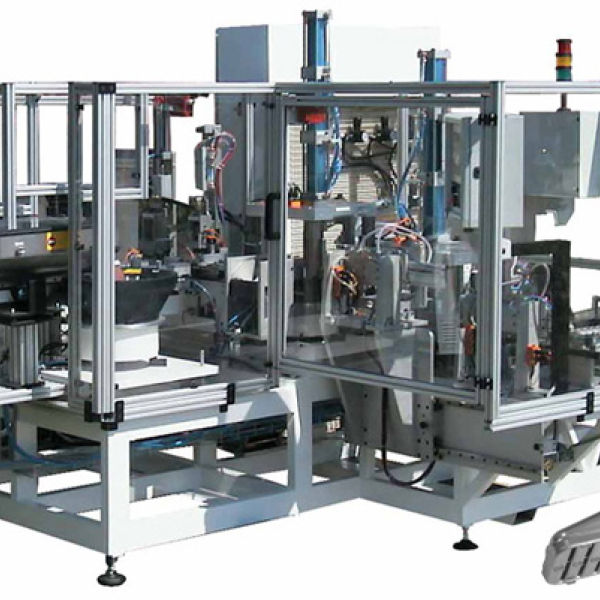 Air conditionning water tank assembling machine - Automotive industry - presse étude