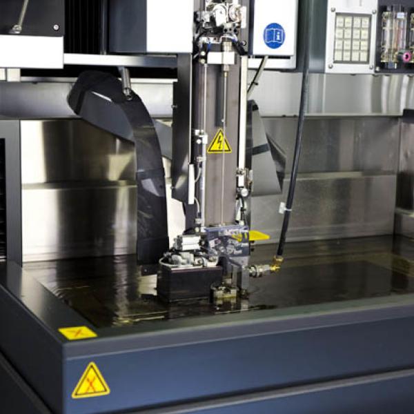 Machine électroérosion à fil - presse étude