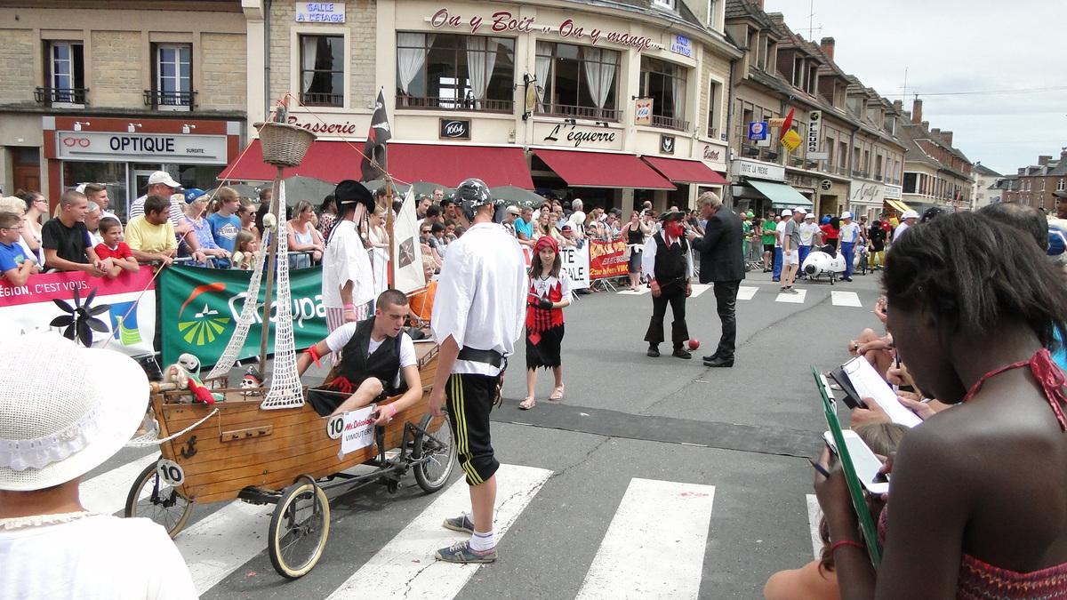 Titi et toute son équipe sur la voiture Les Pirates Bretons - F.F.C.V.P.