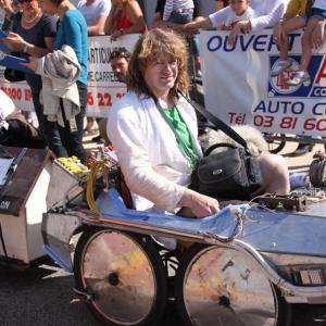 Benoît sur la voiture Retour vers le futur de Caen (14) - F.F.C.V.P.