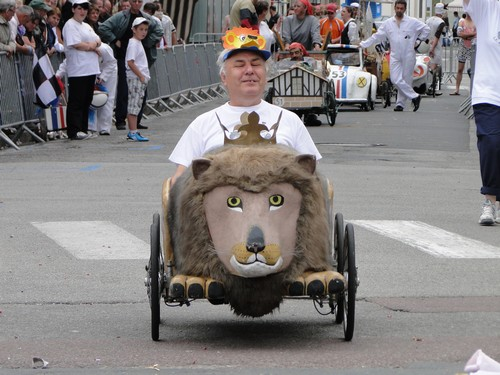 Evzen sur le Lion Tchèque de Hradec Kralové en République Tchèque