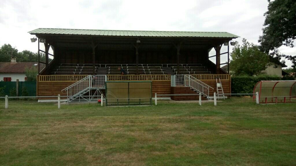 Stade de rugby Saint-Julien-en-Born